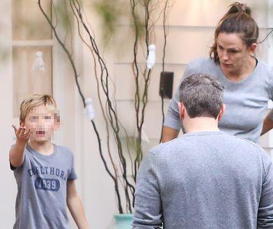 Ben Affleck przed domem Jennifer Garner