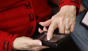 Wielu seniorów jest w ostatnich tygodniach nękanych telefonami od oszustów