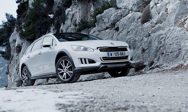 PSA sprzedało 50 000 aut z napędem Hybrid4