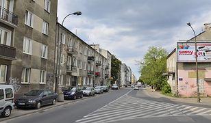 Warszawa. Na środku ulicy wystrzeliła fontanna wody
