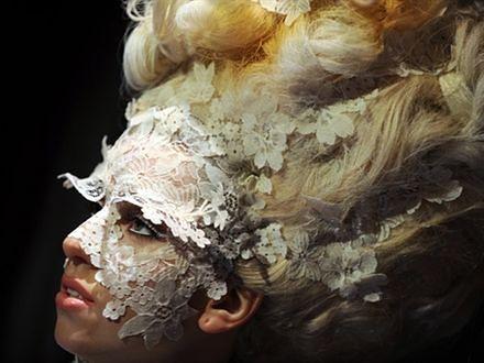 Moda, polityka i Gaga pomaga