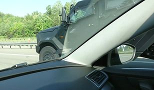 Wóz specjalnej jednostki Żandarmerii Wojskowej nagrany w Warszawie