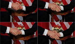 Uścisk dłoni pomiędzy Donaldem Trumpem (L) i Emmanuelem Macronem (P)