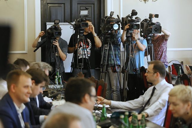 Poseł PiS wyprosił dziennikarzy, bo było duszno - zdjęcia