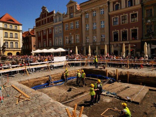 Archeolodzy odkryli, że na Starym Rynku w Poznaniu 500 lat temu działał zakład szewski