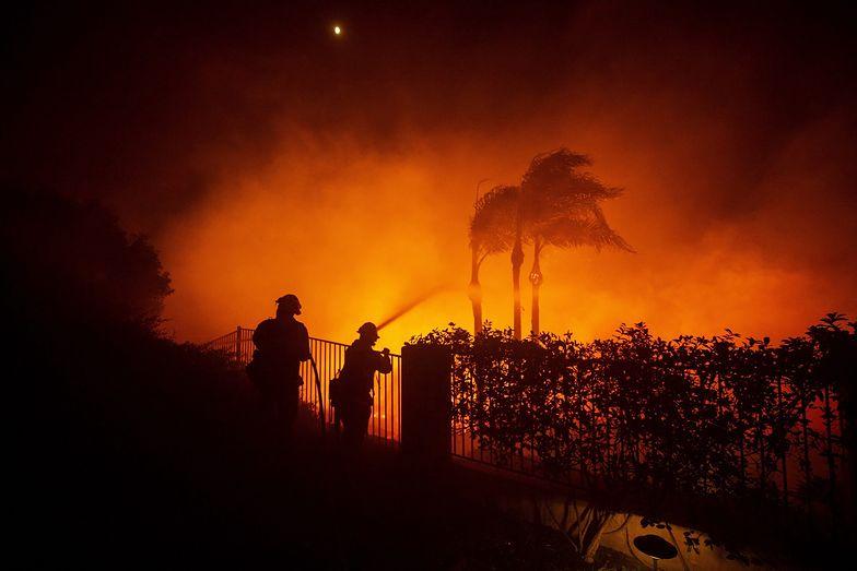 Kalifornia płonie. 60 tys. Amerykanów musiało opuścić swoje domy