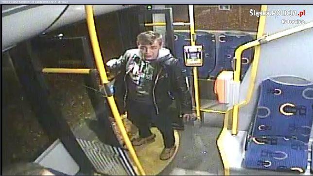 Pił alkohol w autobusie, został wyproszony. W odpowiedzi wybił szybę