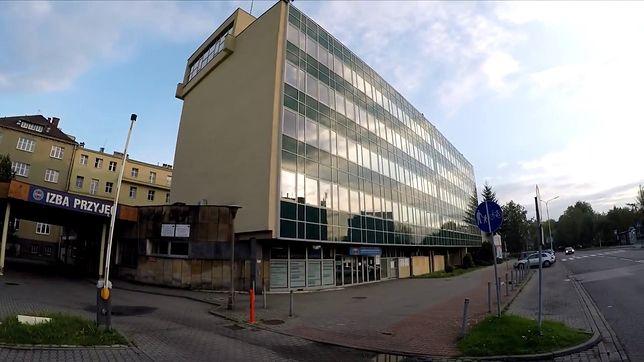 Katowice. Ochroniarz w szpitalu odesłał kobietę z zawałem.