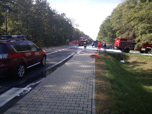 Śmiertelny wypadek na trasie Turek-Kalisz. Zderzenie trzech aut w Celestynach