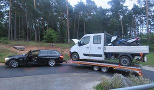 Samochód dostawczy na lawecie BMW