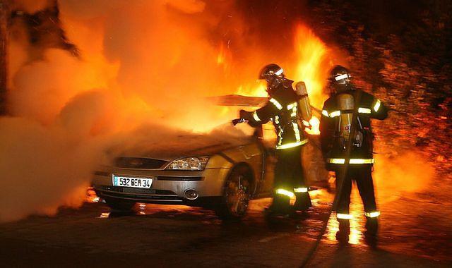 We Francji spłonęło 1 200 samochodów