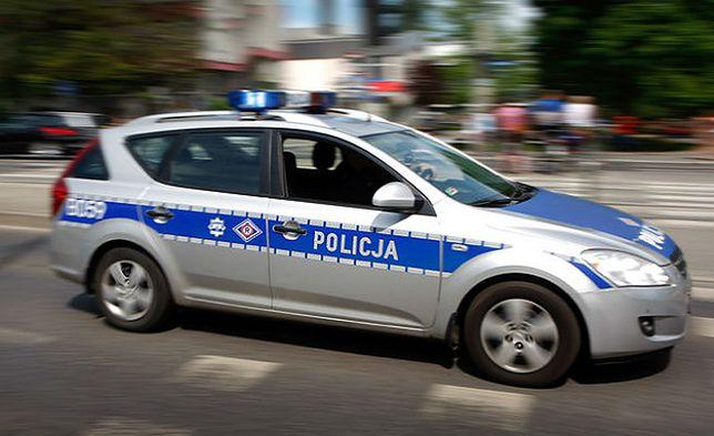 Policyjny radiowóz potrącił przechodnia. Mężczyzny nie udało się uratować