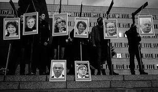 Ruch Narodowy powiesił na szubienicach portrety europosłów PO