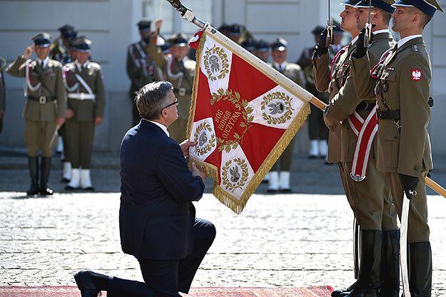 """Bronisław Komorowski żegna się z wojskiem. """"Sprawy obronności należą do najważniejszych"""""""