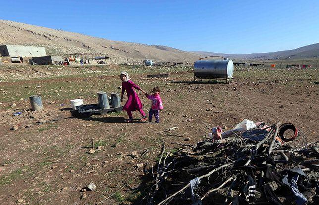 Jazydzkie dzieci - wewnętrzni uchodźcy, którzy schronili się w pobliżu góry Sindżar