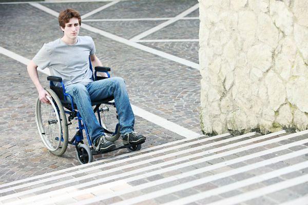 """Eksperci: pojęcia """"inwalida"""", """"kaleka"""" powinny zniknąć z języka publicznego"""