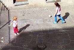 Podwórkowe gry retro na placu Konstytucji