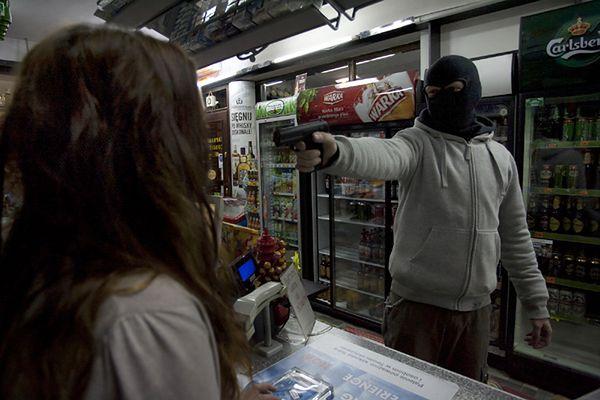 Policja: spadła liczba rozbojów, ale więcej kradzieży aut w stolicy