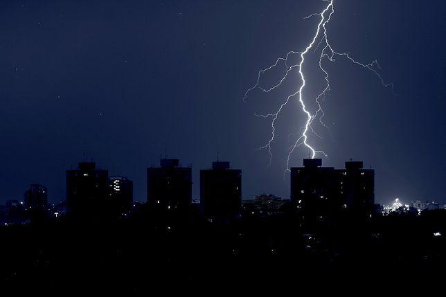 IMGW ostrzega. Deszcz, burze i silny wiatr