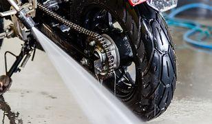 Zobacz, jak myć motocykl. Prosty błąd może doprowadzić do awarii