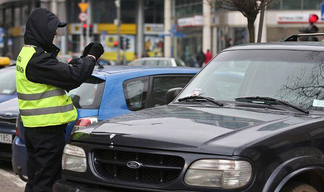 Wiele mandatów za parkowanie w tym samym miejscu? W Warszawie to możliwe