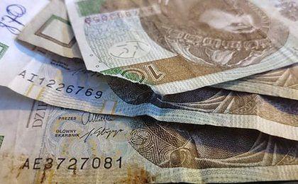 Banki mają obowiązek od ręki wymienić zużyte banknoty, ale nie wszystkie stosują się do zarządzenia NBP