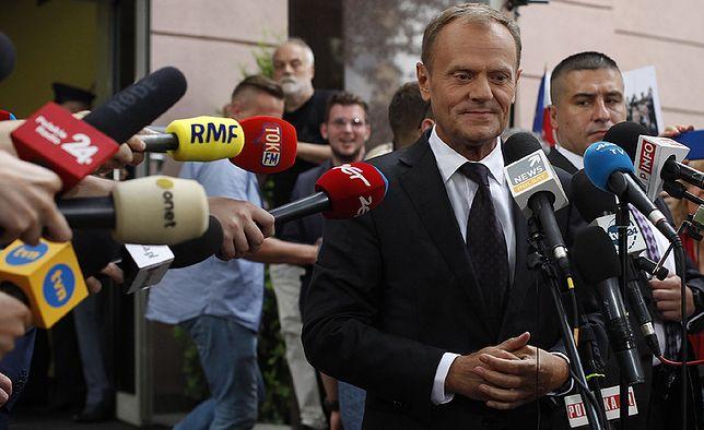 Donald Tusk niezbyt często komentuje sytuację w Polsce, ale robi to dosadnie