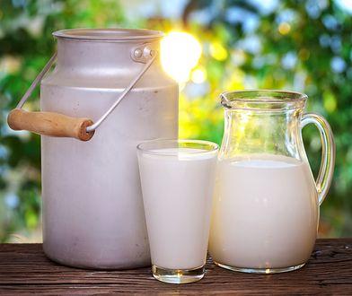 Źródłem kwasu mlekowego są kwaśne mleko, jogurty i kefiry.