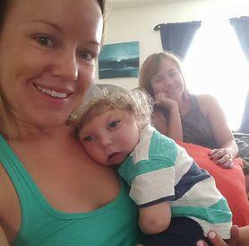 Dwulatek z małogłowiem nadal walczy o normalne życie