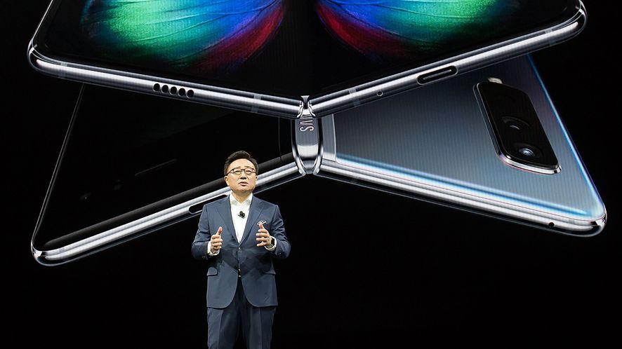 Prezes Samsunga podczas prezentacji modelu Galaxy Fold, fot. materiały prasowe