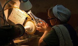Pracownicy huty szkła Zawiercie byli zmuszani do odbierania wynagrodzenia w szkle