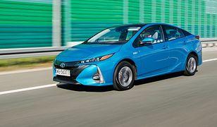 Toyota Prius plug-in kosztuje przynajmniej 153,9 tys. zł. To niska cena w tej grupie aut.