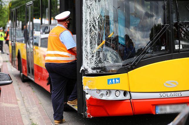 Warszawa. Policjanci kontrolują kierowców autobusów