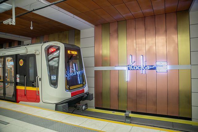 Warszawa. Metro. Stutysięczny pasażer przekroczył bramki wejściowe na stacji Płocka