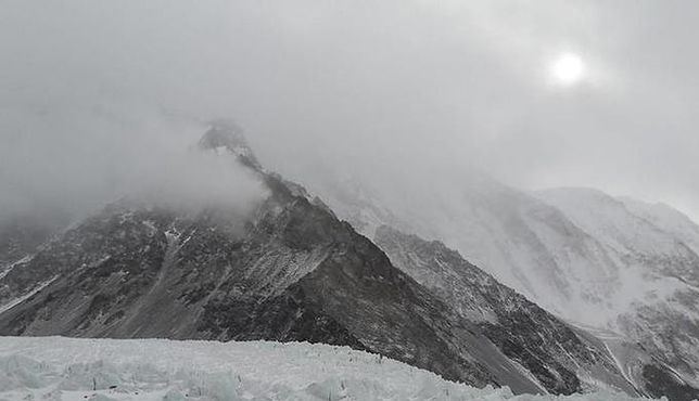 Koniec wyprawy na K2 dla Polaka. Leci do szpitala ze złamaną ręką