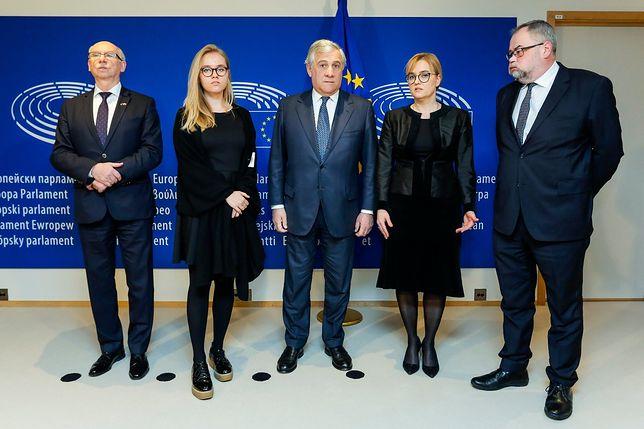 Magdalena Adamowicz z rodziną i europejskimi politykami