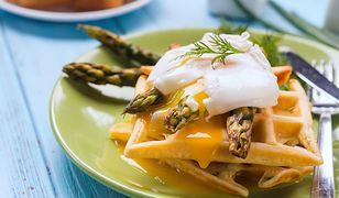 Szparagi z jajkiem - 3 pomysły na obiad