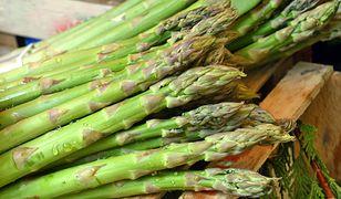 Szparagi – zdrowie na talerzu nie dla każdego. Kto nie powinien jeść szparagów?