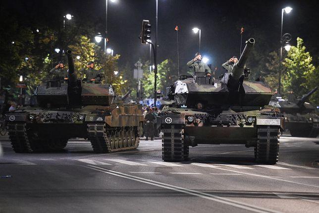 Ciężki sprzęt wjechał nocą na ulice Warszawy