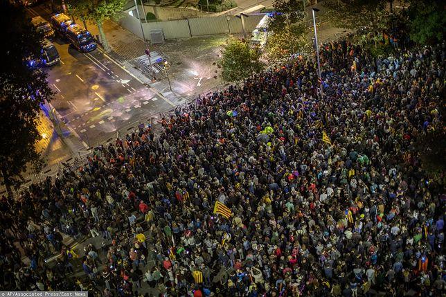 Hiszpania. Kolejna burzliwa noc. Starcia demonstrantów z policją