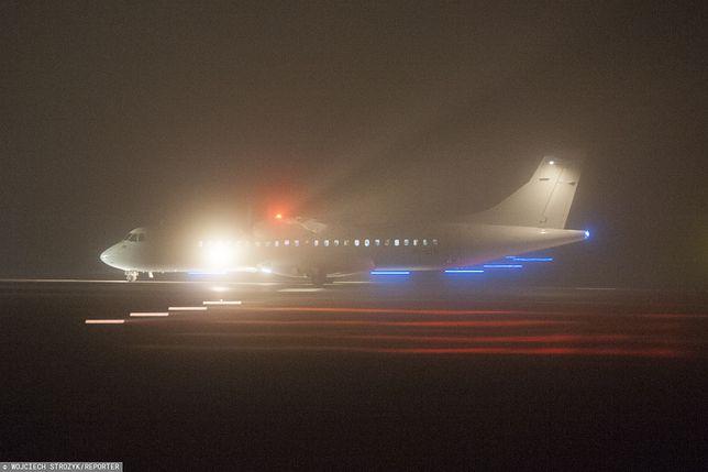 """Lotniska Chopina i Modlin """"zaatakowała"""" mgła. Loty przekierowane"""