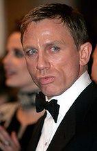 Daniel Craig podróżuje jako James Bond