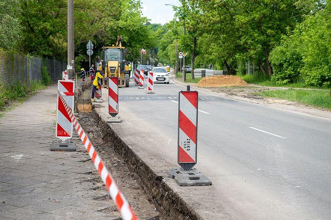 Warszawa. Remont chodnika na ul. Idzikowskiego