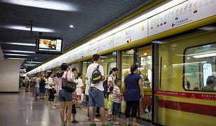 """Zakazy w chińskim metrze. Władze walczą z """"niecywilizowanymi zachowaniami"""""""