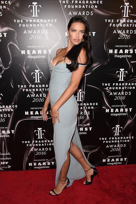 Jasnoniebieski trend w wydaniu aniołka Victoria's Secret