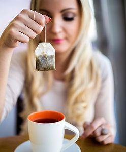 Nie wyrzucaj torebek po herbacie. 5 nietypowych zastosowań