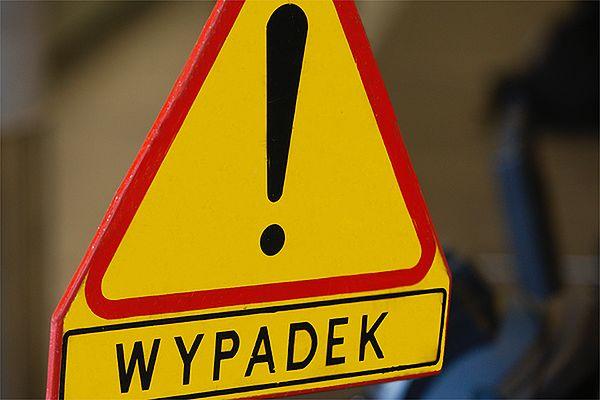 Wypadek w Krakowie. Auto wjechało w grupę robotników