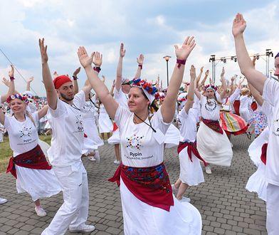 Tysiące pielgrzymów tańczy i się modli. Trwa 22. Spotkanie Młodych Lednica 2000