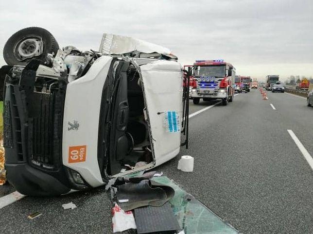 Groźny wypadek na A1 pod Tczewem. Samochód osobowy zderzył się z ciężarówką