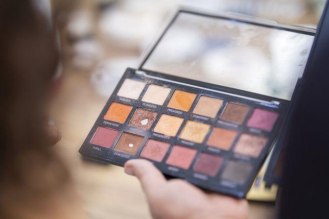 Kosmetyki do makijażu mogą zawierać szkodliwe substancje PFAS